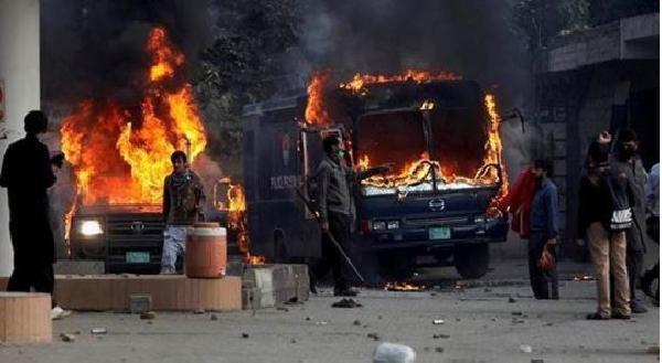 Pakistan'da televizyon ve sosyal medya iki gündür kapalı