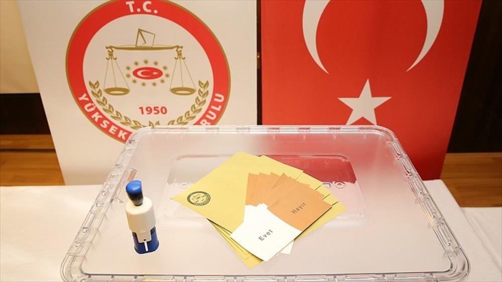Referandumda kullanılacak oy pusulaları basınla paylaşıldı