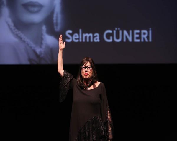 İstanbul Film Festivali açılışında tutuklu gazetecilere destek mesajları