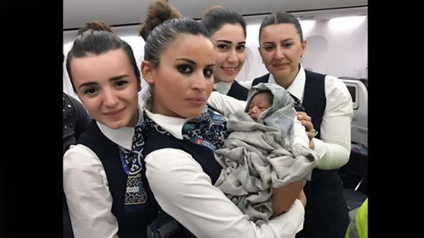 13 bin metre yükseklikte THY uçağında doğdu