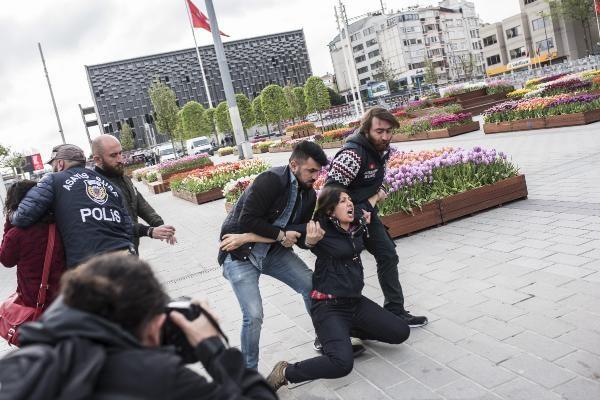 Son dakika: Taksim Meydanı'nda 1 Mayıs Protestosu: Pankart açan 2 kadın gözaltına alındı