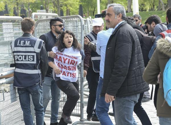 Taksim Meydanı'na girmek isteyen gruba polis böyle müdahale etti!