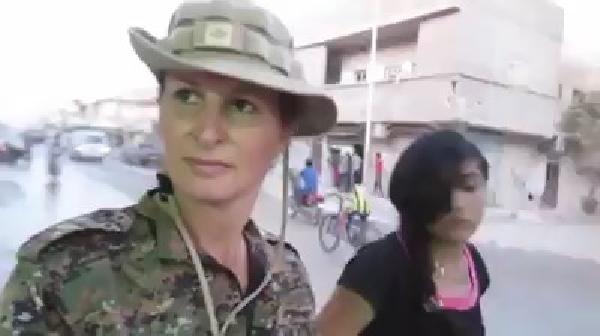 YPG'ye katılan Kanadalı manken Kobani'de ortaya çıktı