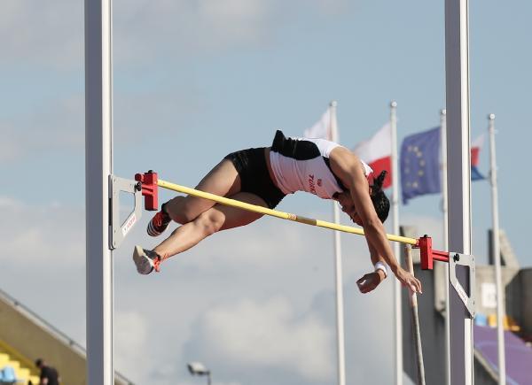 Demet Parlak, sırıkla atlamada Türk spor tarihine geçti