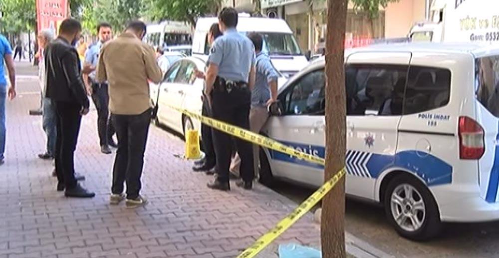 Bayram sabahı facia: Karısını bıçaklayıp öldürdü