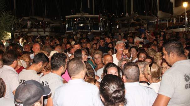 Bodrum'daki Zeki Müren konserinde izdiham