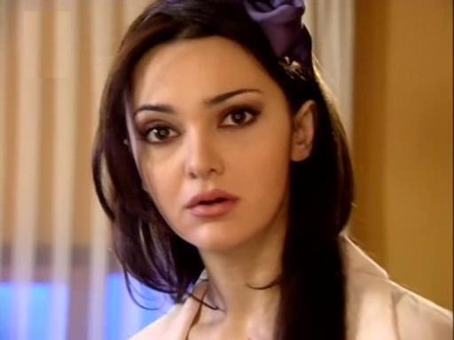 Hande Ataizi tuvalet penceresinde nasıl sıkışıp kaldı? - Medyafaresi.com  Mobil