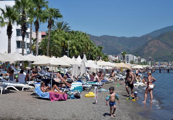 Tatilciler dönüşe geçti, Marmaris yabancı turistlere kaldı