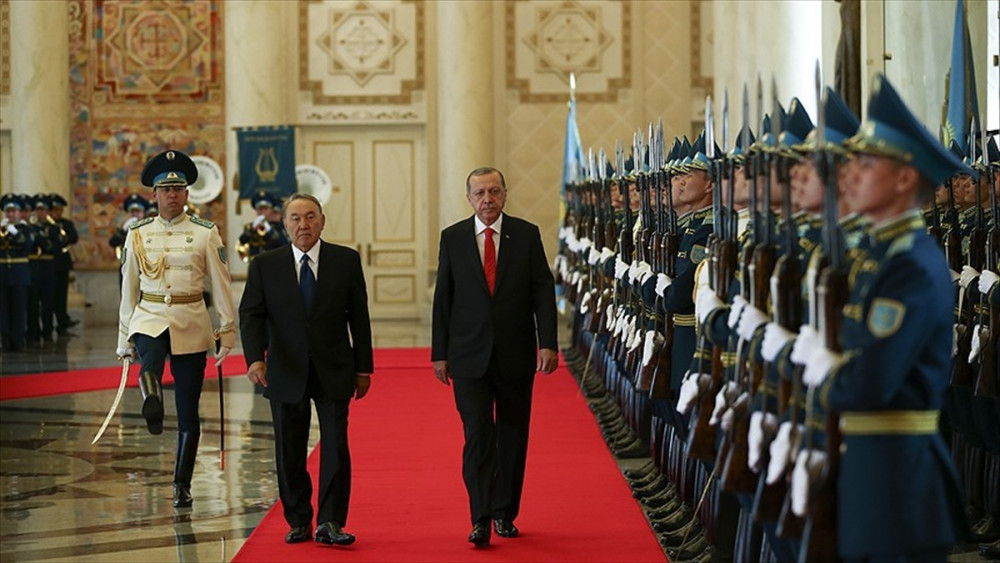 Cumhurbaşkanı Erdoğan'a Kazakistan'da resmi törenle karşılama