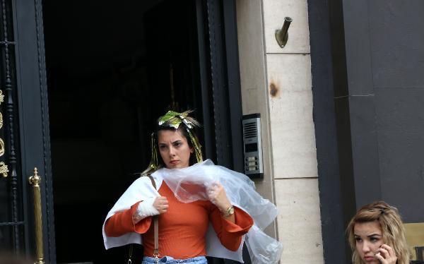 Güzellik salonunda yangın çıktı, kadınlar saçında balyajla sokağa fırladı