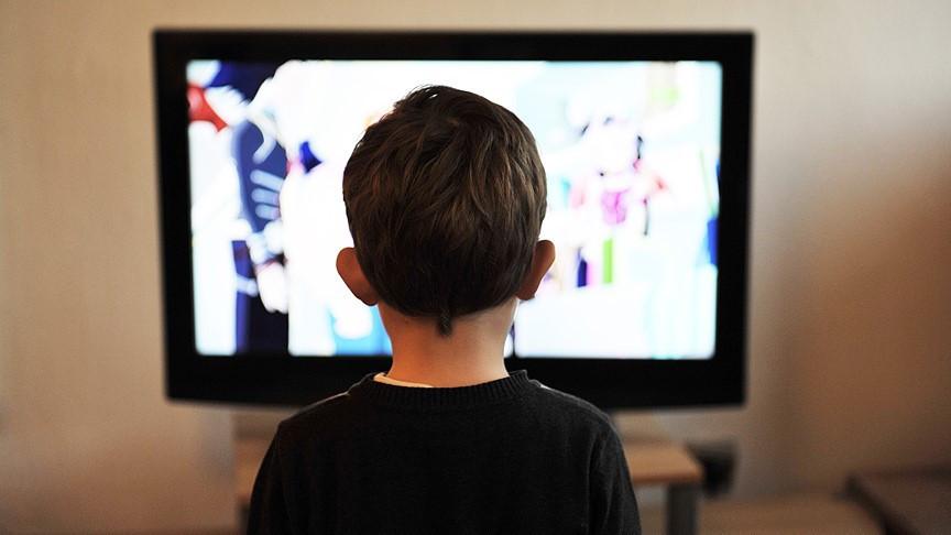 Günde 2 saatten fazla ekran karşısında kalan çocuklarda büyük tehlike
