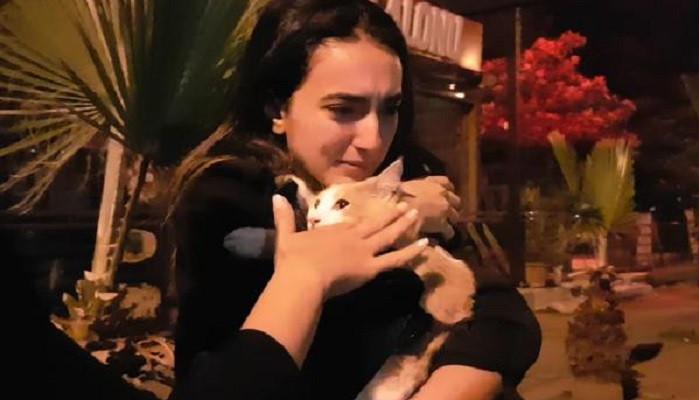 6'ncı kattan düşen kedisine kavuşunca gözyaşı döktü
