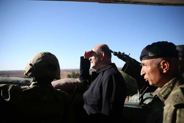Süleyman Soylu askeri birlikte inceleme yaparken bir terörist öldürüldü
