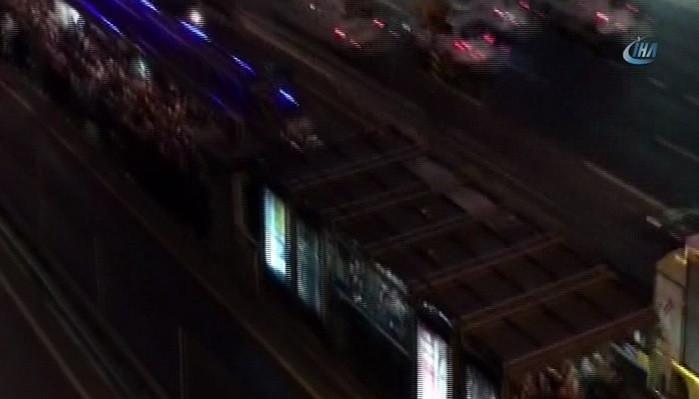 Edirnekapı metrobüs durağında insan seli! Uzun kuyruklar oluştu