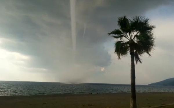 Antalya'da hortum dehşeti: Karavan 15 metre uçtu