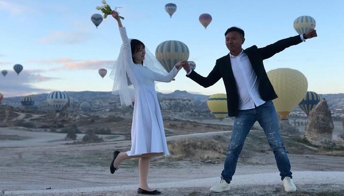 Çinli turistler Erik Dalı oynayarak ısındı