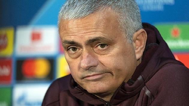 Manchester United, Jose Morinho ile yollarını ayırdı