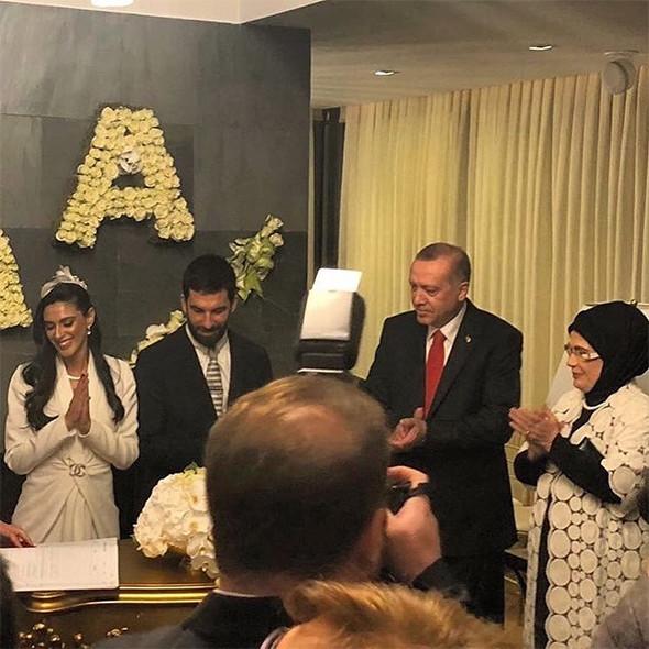 Arda Turan evlendi: Nikah Şahidi Erdoğan oldu