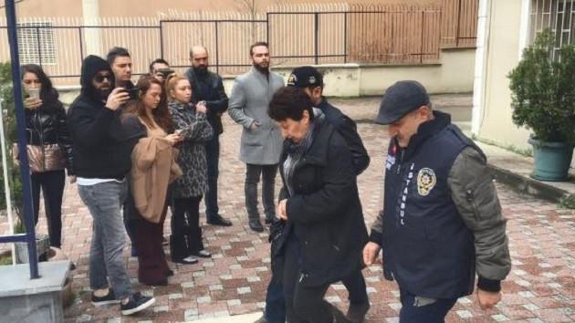 Şarkıcı Ece Seçkin'in annesine gaspçı dehşeti: Çok ucuz kurtulduk