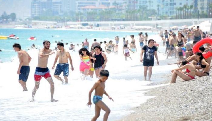 Antalya'da denizin keyfini çıkardılar