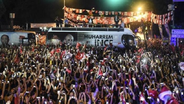 Muharrem İnce'den Kadıköy'de gece mitingi