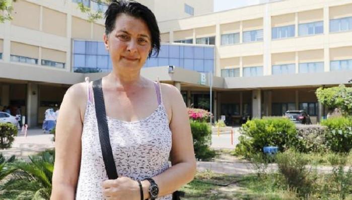 Diş beyazlatmak isterken 32 dişinden olan kadına yeni operasyon