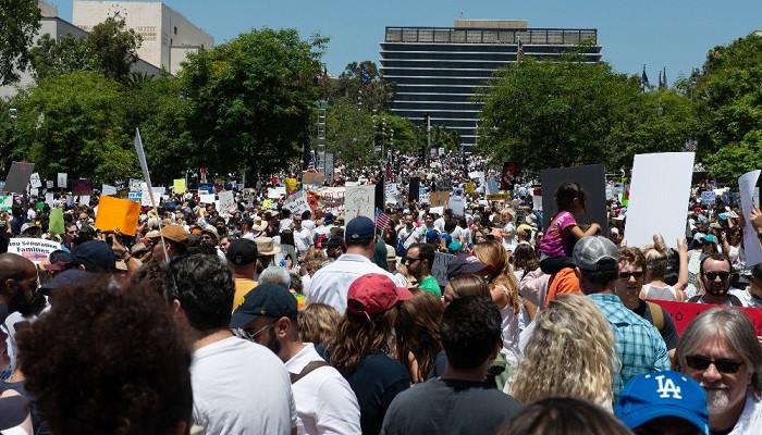 Los Angeles'ta Trump karşıtı dev gösteri