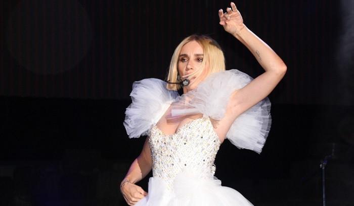 Gülşen'in Bodrum konserine kıyafet tercihi damga vurdu