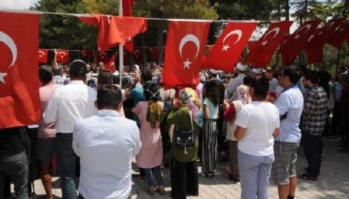 Şehit Ömer Halisdemir'in kabrine ziyaretçi akını
