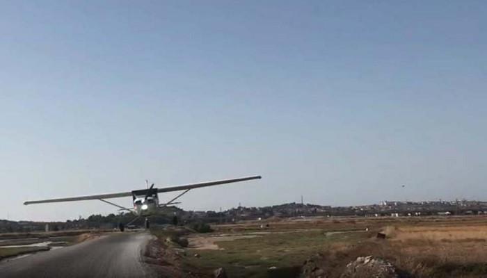 İzmir'de sorti yapan uçak gazetecilerin aracına çarptı