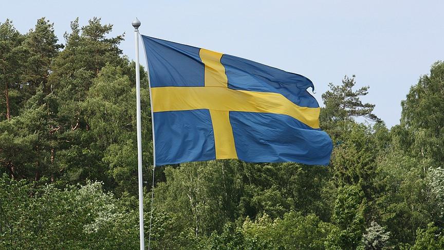 İsveç'te işverenin elini sıkmadığı için görüşmesi bitirilen kadına tazminat