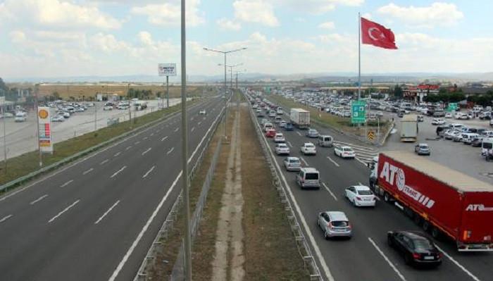 TEM'in Bolu geçişinde 35 kilometrelik araç kuyruğu oluştu