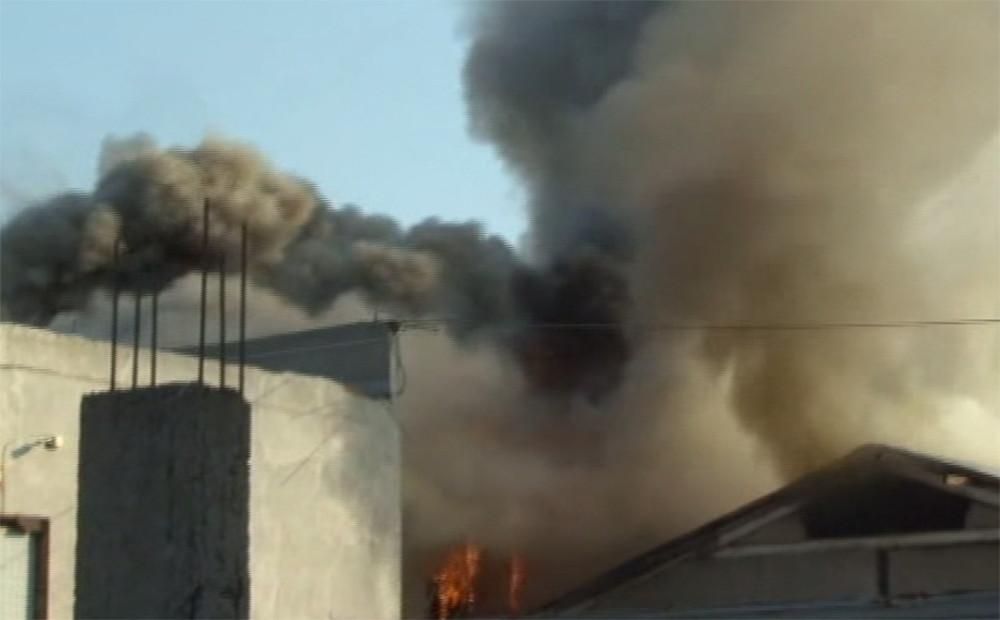 Son dakika: Arnavutköy'de mobilya fabrikası alev alev yanıyor