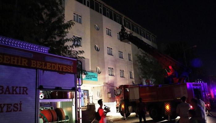 Diyarbakır'da kız öğrenci yurdunda yangın paniği