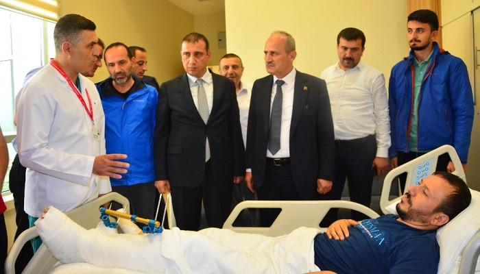 Ulaştırma ve Altyapı Bakanı Mehmet Cahit Turhan yaralıları ziyaret etti