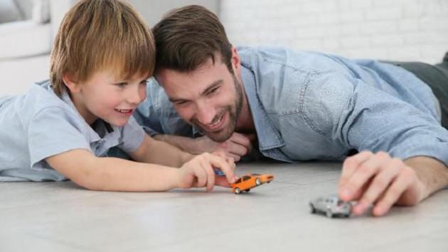 Babalar çocuklarıyla oyun oynamasını bilmiyor