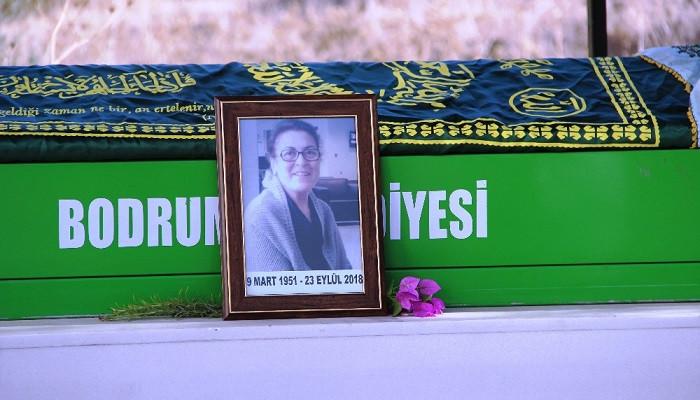 Oyuncu Salih Kalyon 47 yıllık eşini son yolculuğuna uğurladı