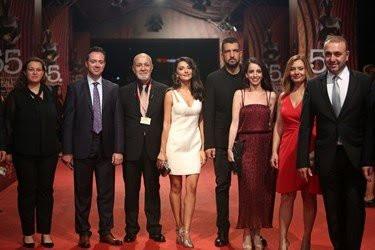 Antalya Film Festivalinde kırmızı halıda dekolte yarışı