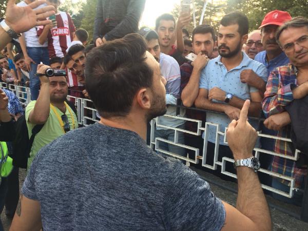Ahmet Dursun taraftarla tartıştı: Benim kalecime kim vurdu?