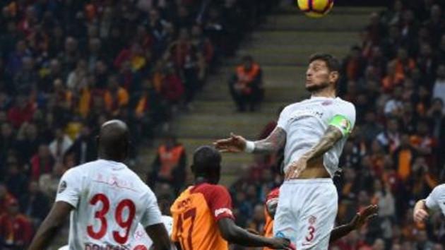 Son dakika: Galatasaray Antalyaspor'u kendi evinde 5-0 yendi