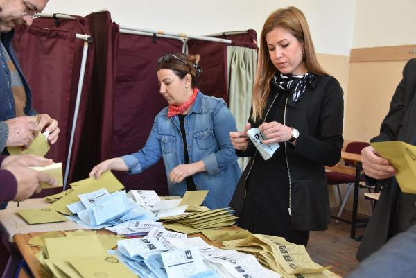 İzmir'de AK Parti en yüksek oyu Bayındır'da, CHP Narlıdere'de aldı