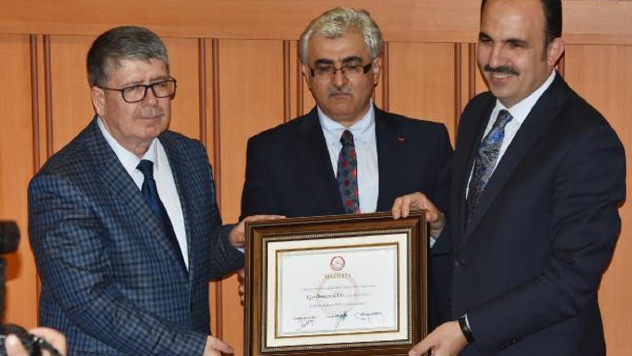 Konya'da yeniden başkan seçilen Uğur İbrahim Altay mazbatasını aldı