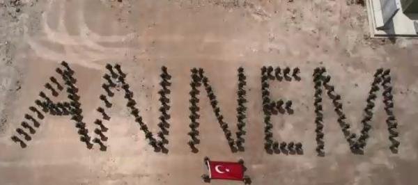 Mehmetçik'ten sınır karakolunda Anneler günü sürprizi