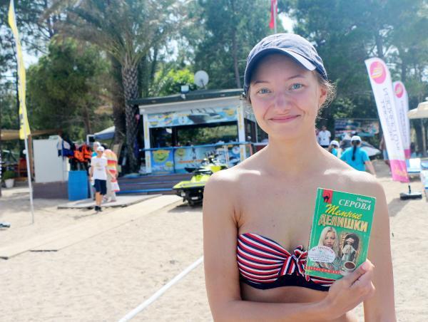 Kemer'de bu yaz plajlarda kitap okunacak