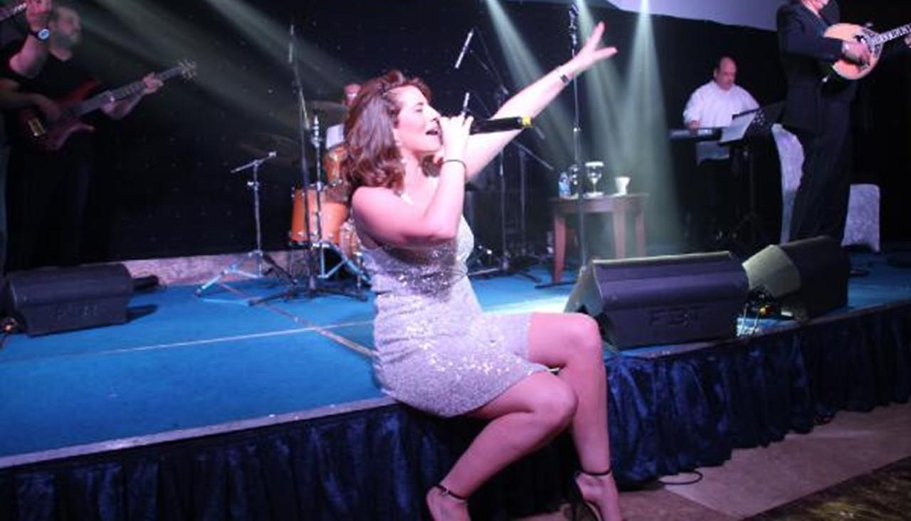 Yunan sanatçı KKTC'de konser verdiği için hainlikle suçlandı