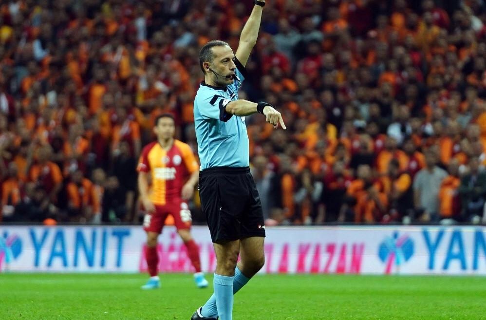 Cüneyt Çakır'ın derbi raporu! 3 sarı kartla maçı bitirdi