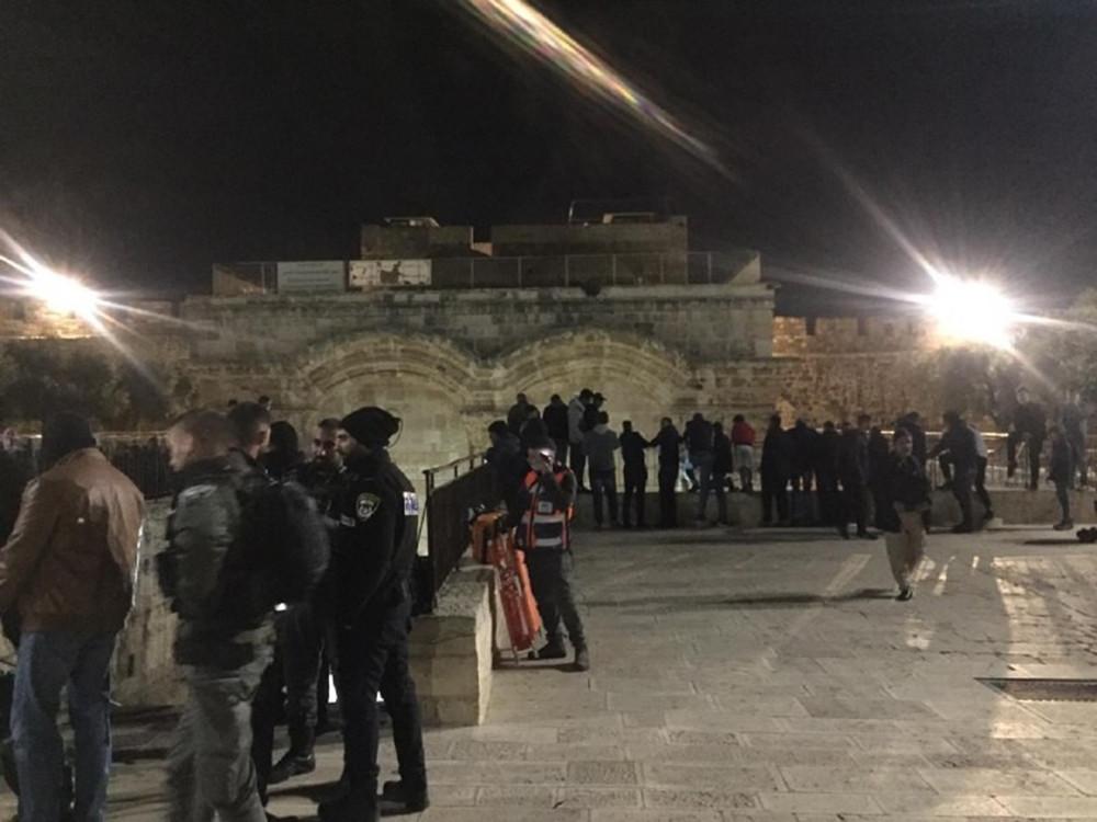 İsrail güçleri Kudüs'de namaz kılanlara saldırdı