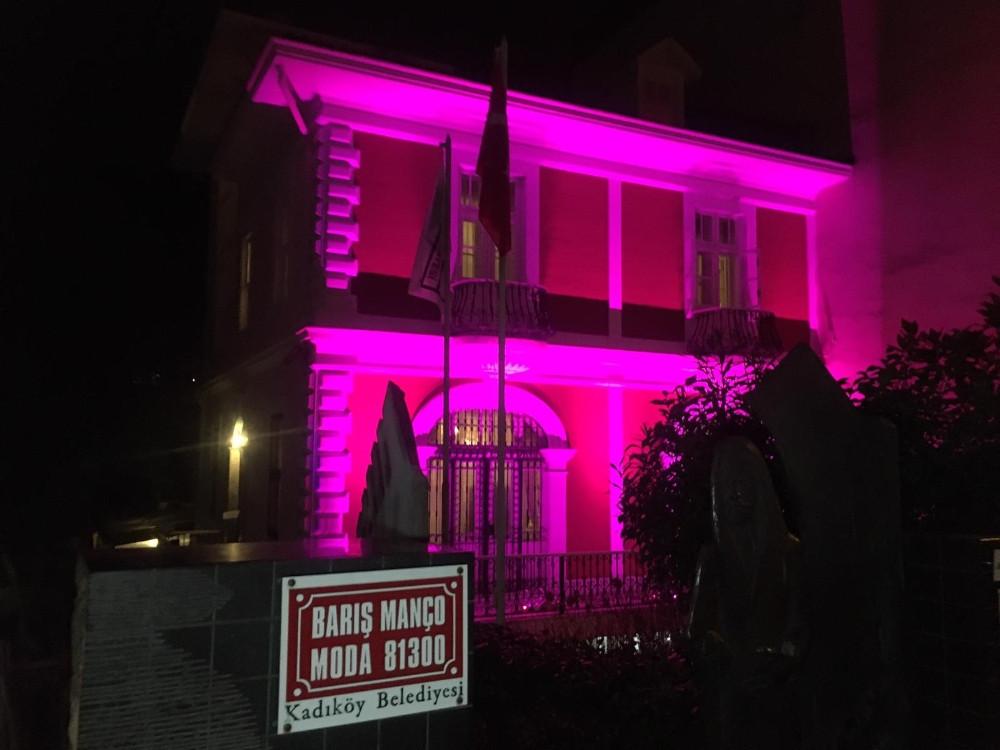 Barış Manço'nun ölüm yıl dönümünde Moda'daki evi ziyaretçi akına uğradı