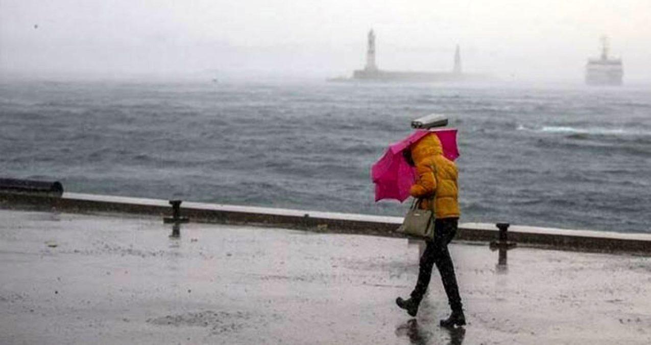 İstanbul'da yağmur ve rüzgar vatandaşlara zor anlar yaşattı