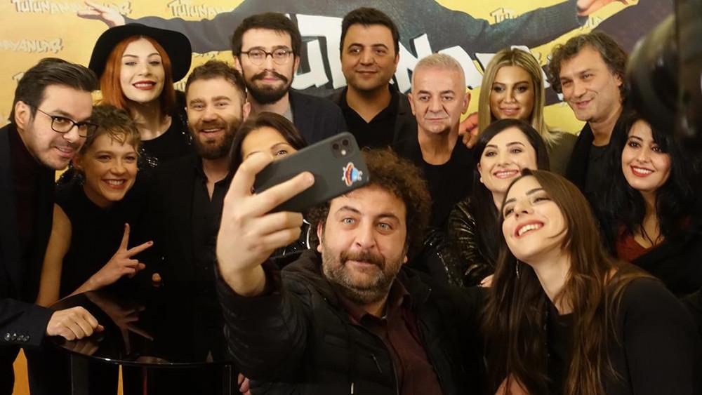 TRT'nin yeni dizisi Tutunamayanlar ilk bölümüyle sosyal medyayı salladı